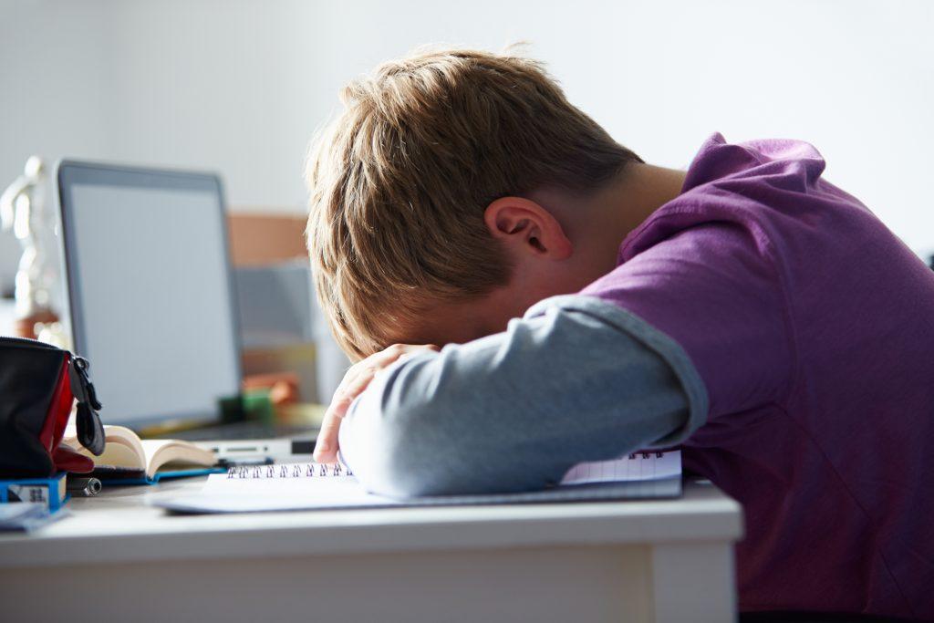 Commencer l'école plus tard le matin s'avère payant pour les adolescents